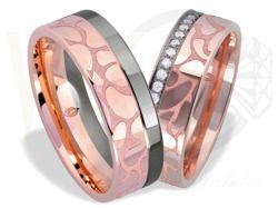 Obrączki ślubne z czerwonego i białego złota palladowego z cyrkoniami / Wedding rings made from red and white gold and zircon / 2 886 PLN / #wedding #jewellery #rings #love #gold #zircon