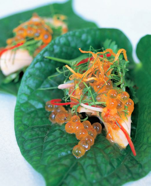 Betel leaves with smoked trout