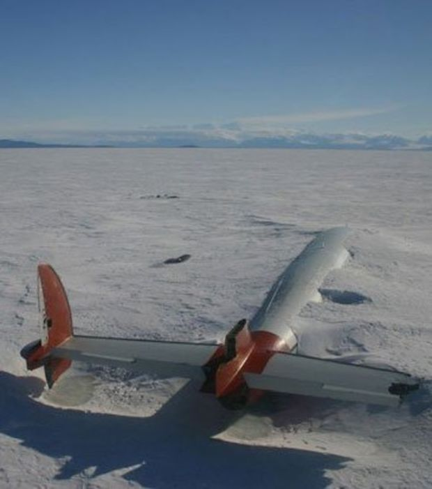 Un Lockheed C-121J Super Constellation qui s'est crashé à l'atterrissage en 1970 à l'aéroport du McMurdo Station-Williams Field (NZWD) en Antarctique
