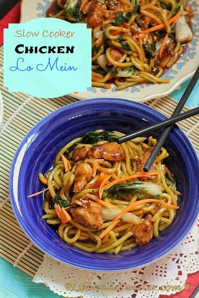 Slow Cooker Chicken Lo Mein - this is seriously making me crave Chinese food right now!