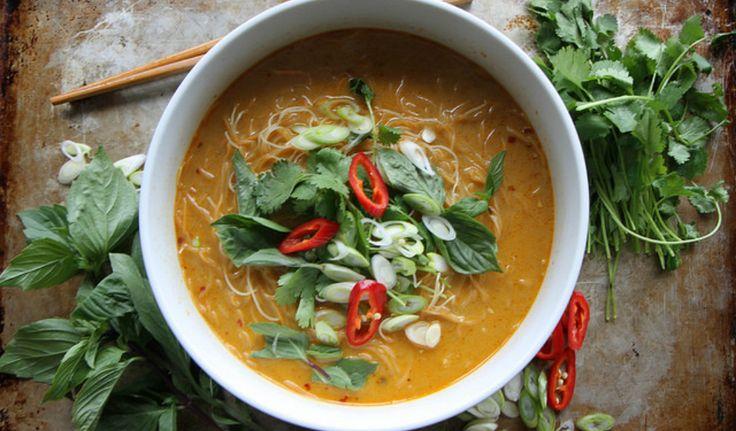 ¿Quieres probar una deliciosa sopa donde se mezclan el coco, el jengibre y el curry? No te pierdas esta rica sopa.