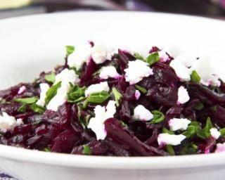 Salade de betterave minceur façon pesto : http://www.fourchette-et-bikini.fr/recettes/recettes-minceur/salade-de-betterave-minceur-facon-pesto.html