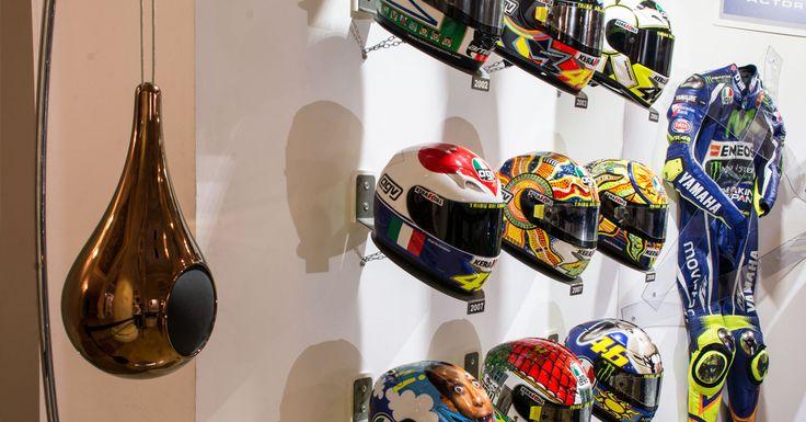 The «Goccia» louspeakers by Garvan enrich the showroom of the exhibition by Aldo Drudi.