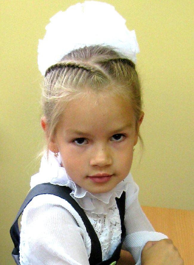 Как плести косички на короткие волосы детям (35 фото): видео-инструкция по плетению своими руками, детские прически для маленьких девочек, фото и цена