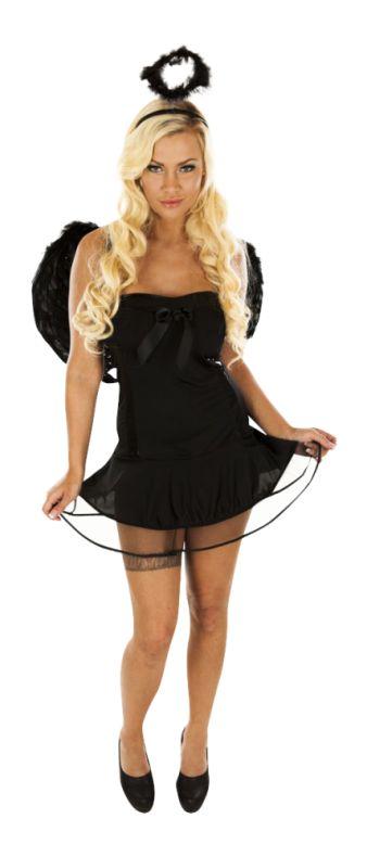 Den korte, sorte kjole med vinger på ryggen og en sort tiara minder mest af alt om en dødsengel. En dødsengel, der dog har et andet formål på jorden, end den plejer at have. Det lækre kostume er helt perfekt en mørk aften. Har du lyst til at lege med døden?  Købes på www.hotangel.dk