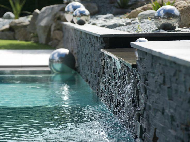 le miroir par l 39 esprit piscine 12 x 4 5 m rev tement gris clair et noir escalier d angle. Black Bedroom Furniture Sets. Home Design Ideas