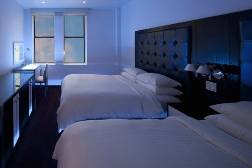 Dream Hotel New York ♥ Adresse : 210 W 55th steet - www.dreamny.com Le Dream Hotel, c'est le bon plan si vous souhaitez un hôtel à prix modéré (faites les recherches sur Internet, c'est moins cher) et très bien situé. La station de métro est située à proximité si vous souhaitez vous rendre vers Downtown – Brooklyn. Le restaurant Serrafina de l'hôtel propose de la cuisine italienne de qualité.