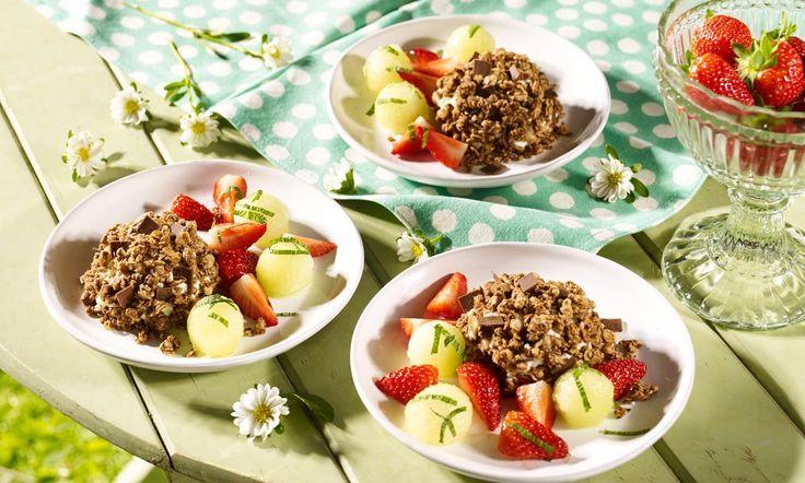 Joghurt-Müsli-Kugeln mit Früchten Rezept | Dr. Oetker