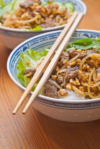 Vietnam-Streetfood -Reis-Vermicelli mit Rindfleisch