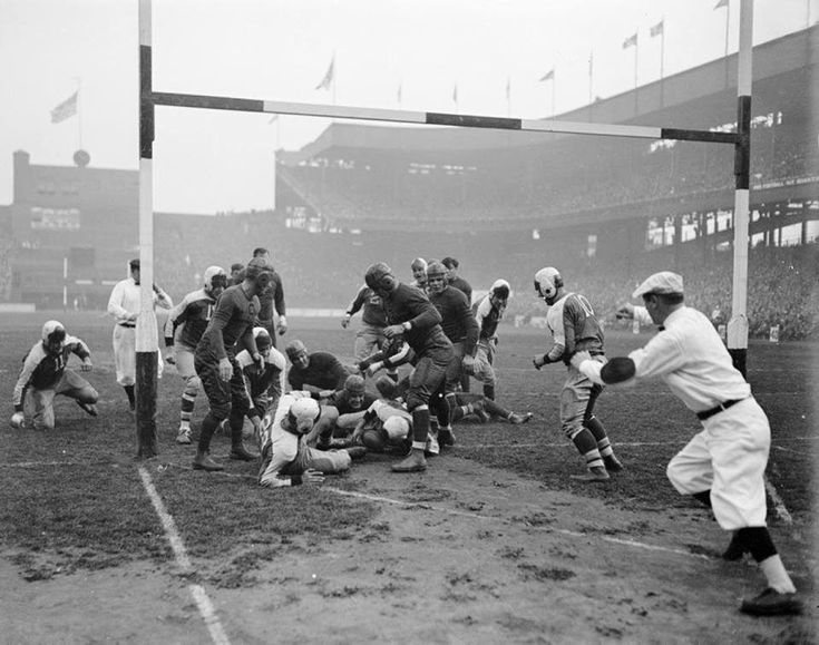 NY Giants scoring a touchdown against the Bears at the Polo Grounds in 1934.