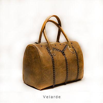 Velarde - Distressed leather in calfskin. Handmade. From http://www.despegue.it/english/velarde.html