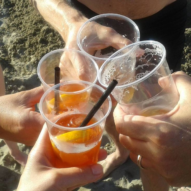 Happy hour am Strand... #aperolspritz #birramoretti #urlaub  #holiday #ferien…