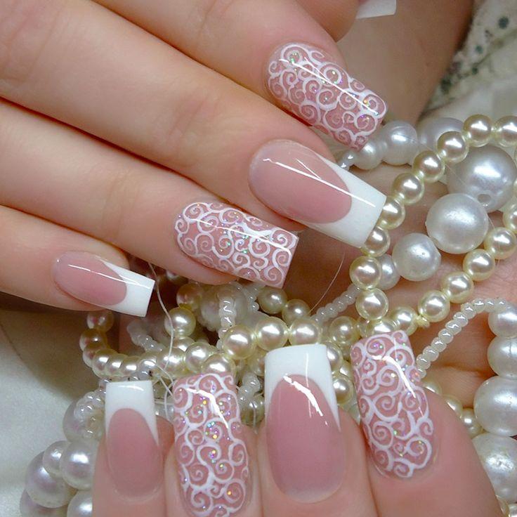 Uñas de novia estilo francés con estampados blancos