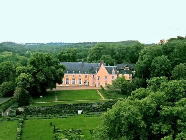 Real-life castles you can rent - Yahoo! Travel.  It would be so awesome to stay in a castle on vacation!!!