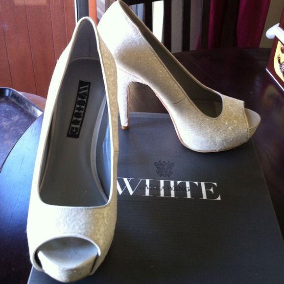 Ivory glitter peep toe platforms Vera Wang Ivory Glitter peep toe platforms. Worn once for my wedding. Vera Wang Shoes