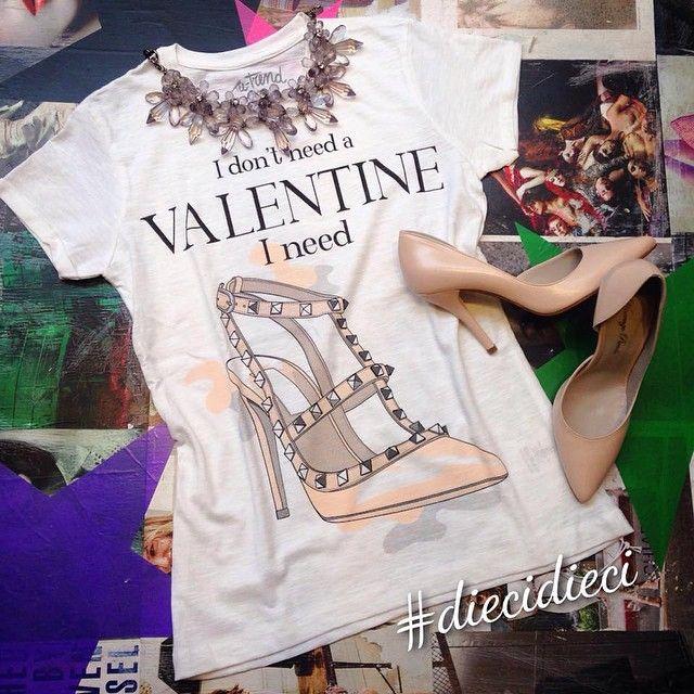 #bazaretto #diecidieci #teetrend #valentino #shoes #tshirt #rockstud