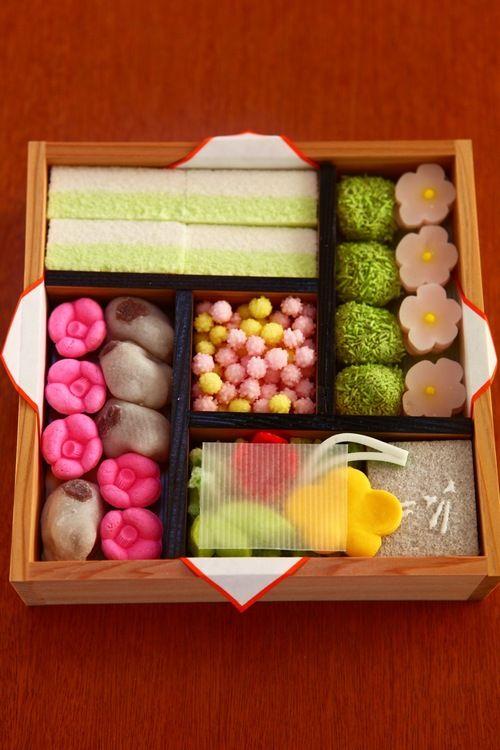 japanese sweets WAGASHI 京都 烏丸御池 の 御菓子司 亀末廣 の 京のよすが(四畳半) です。 御菓子司 亀末廣 ...