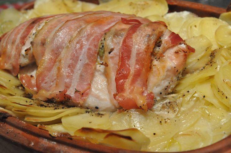 Römertopfen fyldes med flødekartofler og kalkunbryst med bacon