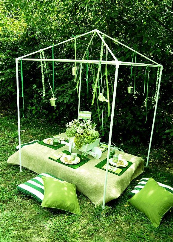 Egy nagyon zöld kerti parti nyilván zöld párnákkal lehet teljes :)