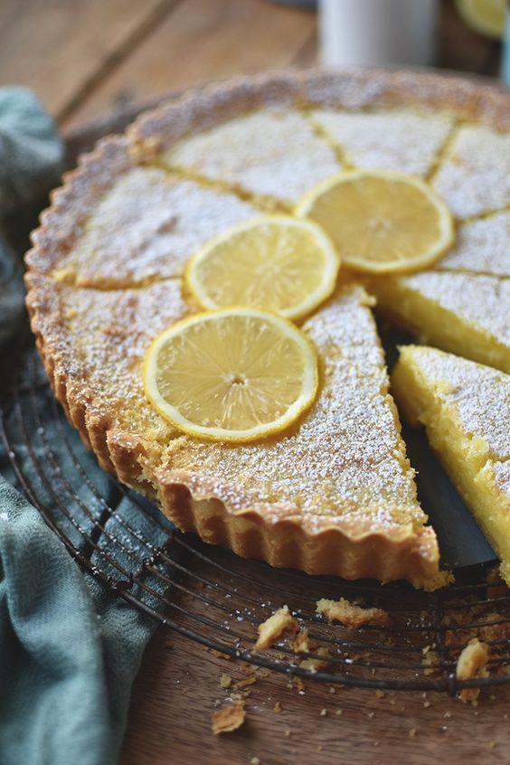 Zitronen Buttermilch Shortbread Torte: Frühlingsgefühle   – Pies, Tartes & Crumbles