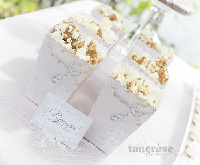 Free printable! Beautiful pink lace popcorn box =) Perfect for a wedding or a girls nigh!  Gratis popcornbokser i lyserosa blondemønster. Perfekt til bryllup eller annet selskap! =)