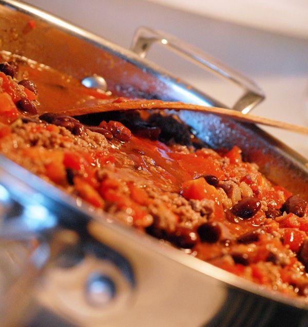 Nella tradizione messicana il Chili non è altro che un piatto di fagioli con della salsa al peperoncino. Importato negli USA viene integr...