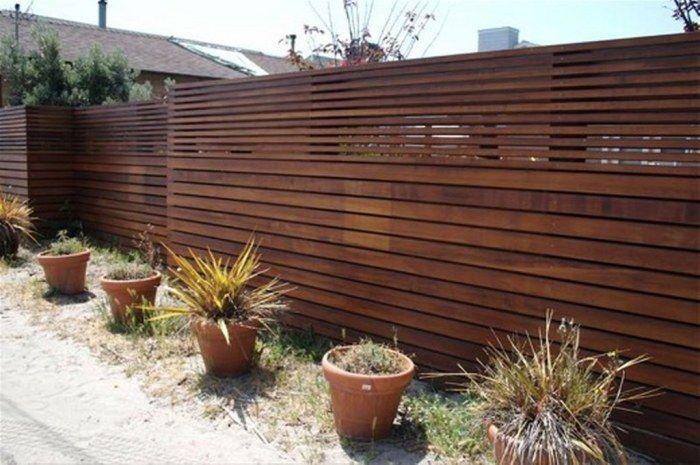 Фото 1 – Современный забор, изготовленный из досок