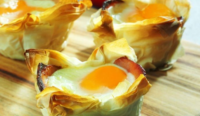 Beautiful to look at and good to eat! Baskets of crispy phyllo dough to be prepared as a tasty appetizer for a dinner in good company. #Eggs and #bacon #baskets