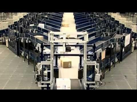 Este vídeo hace referencia a las instalaciones de SEUR situadas en la zona de actividades logísticas (ZAL) en Barcelona. Es una de las diez plataformas de transbordo de la península ibérica que componen la red logística de SEUR .