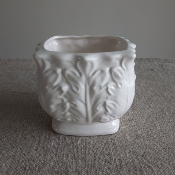Inarco planter with oak leaves // small white ceramic planter