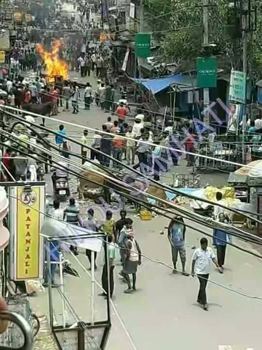 The riot has been on since 4th June in Puruliya in the two gates.It is spreading across the city. In fact, there was a provocation in the minority dominated area due to the death of its resident during theIndia-Pakistan cricket matchin the Champions Trophy.   #Champions Trophy cricket #Hindus #India-Pakistan #Julied City #Muslim #neighboring areas #pakistan #police #Purulia #riot #state government #two gutts #west bengal