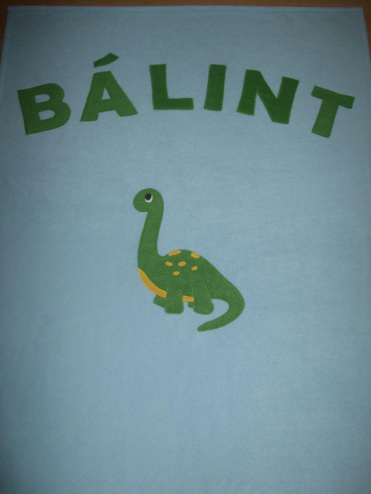 Névre szóló takaró dinós mintával / Personalised blanket