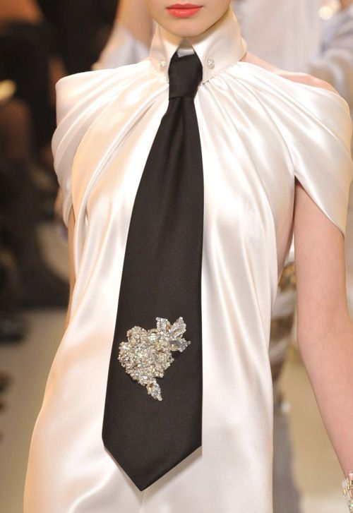 Chanel at Couture Spring 2010. details. Source: ImaxTree #Black #White #draping