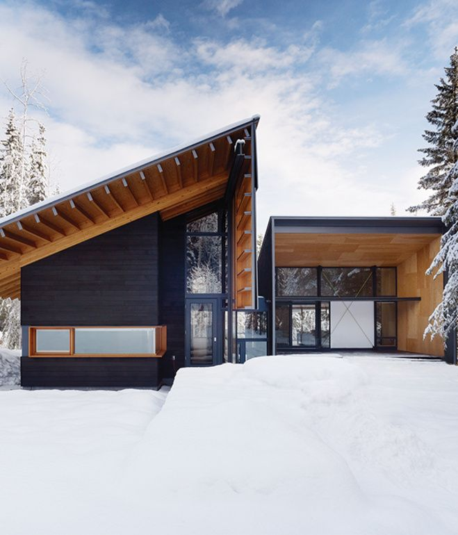 Douglas fir walls and beams extend to the exterior of a weekend house near Golden, British Columbia, by Bohlin Cywinski Jackson and Bohlin Grauman Miller Architects.  Courtesy of: Matthew Millman