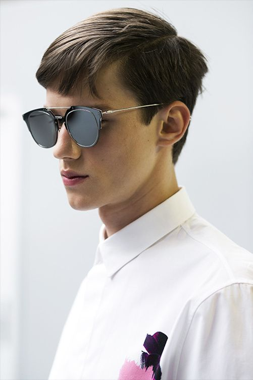 leauxnoir: justdropithere: Yulian Antukh - Backstage at Dior Homme, Spring/Summer 2015 I want these glasses so bad