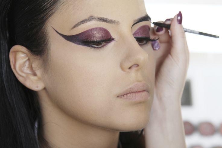 Cursantele noastra experimenteaza cu linia eyeliner-ului