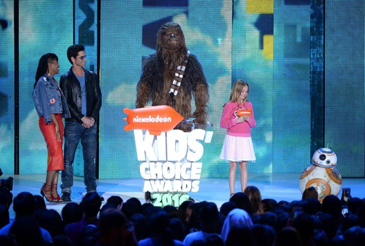 Pin for Later: The 21 Best Moments From the Kids' Choice Awards  Pictured: John Stamos, Keke Palmer, and Chewbacca