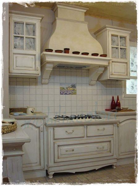 Arreda la tua cucina con mobil provenzali realizzati su misura e dipinti a mano nei colori che