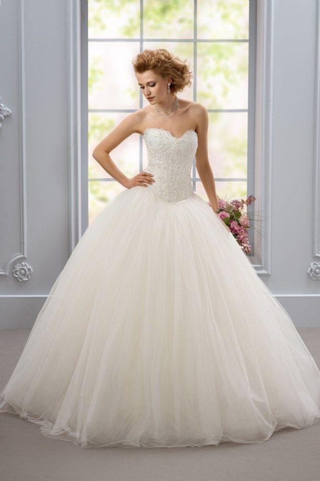 https://flic.kr/p/C5VH9g | Trouwjurken | Trouwjurken vintage, Moderne Trouwjurken, Korte trouwjurken, Avondjurken, Wedding Dress, Wedding Dresses | www.popo-shoes.nl