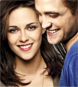 Kristen Stewart and Robert Pattinson they look so cute together.❤ I wish she did not cheat on him :(