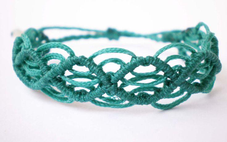 ...schmales Makramee-Armband...smaragd von Kunta Bunt auf DaWanda.com
