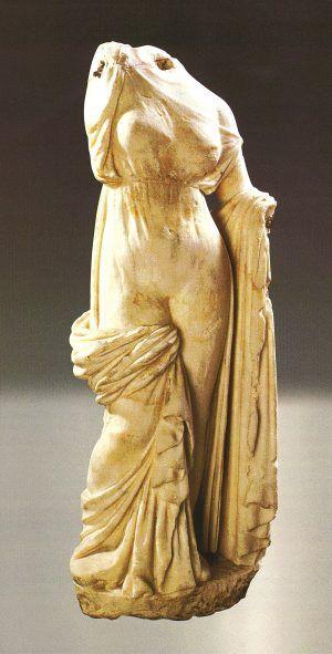 EC Ararat bölgesi, eski başkent Artaşat, Afrodit heykeli, Praksitel okulu çalışması, M.Ö. II.-I. yüzyıl, mermer (kazılar B. Arakelyan. Alıntı: Armenien, 1995, fig. 97; Arménie. Trésors, 1996, fig. 267)