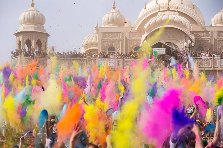 Stasera è serata da festeggiare !!!  Hindu spring Festival of Colors, also known as Holi.