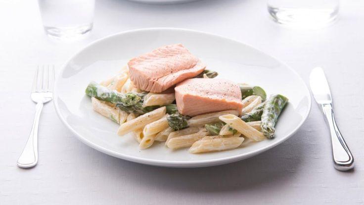 Oppskrift på Laks med pasta og asparges