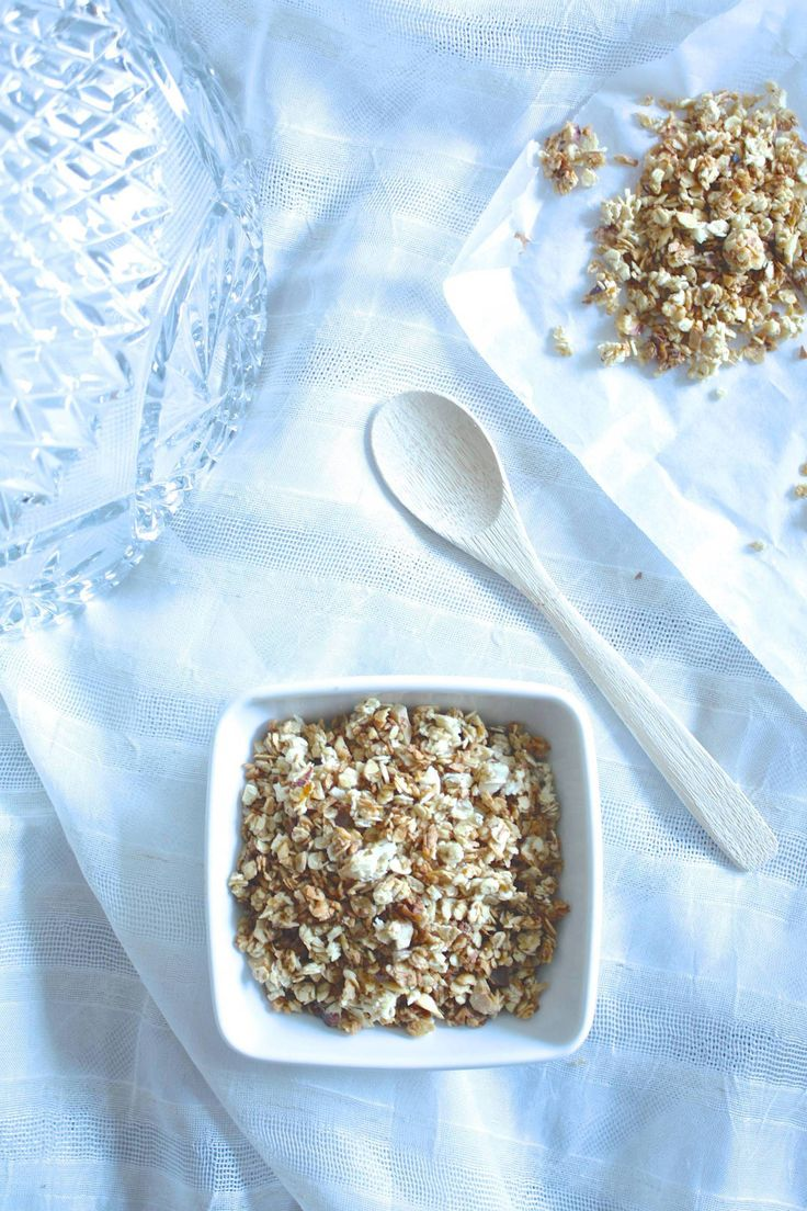 Coconut granola for a delicious and healthy breakfast.  #food #love #interior #healthy #recipes #granola #interiordesign #breakfast #lunch #cooking