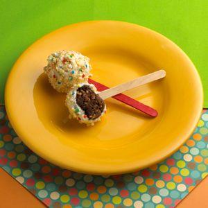 Confetti Bursts – Cualquier día puede ser una celebración cuando sirves estas crujientes esferas de chocolate, bañadas en chocolate blanco y cubiertas con Pop-Tarts® Frosted Confetti Cupcake.