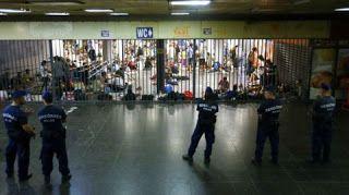 Идеальное путешествие: Венгрия приостановила движение поездов из-за мигра...