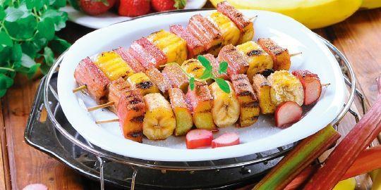 Słodkie szaszłyki owocowe (potrawa z grilla)