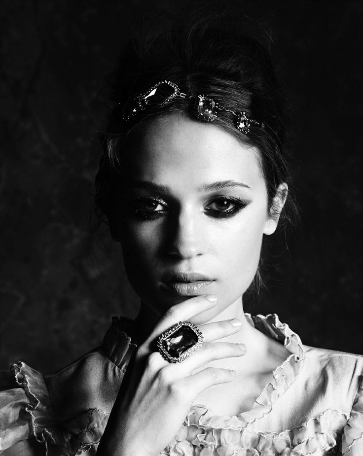Female portrait: actress Alicia Vikander photographed by ...
