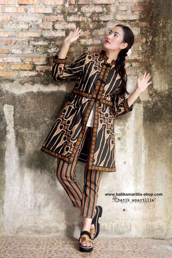 Batik Amarillis' s Ildiko Jacket no 2 This well-tailored stunning elegant long…